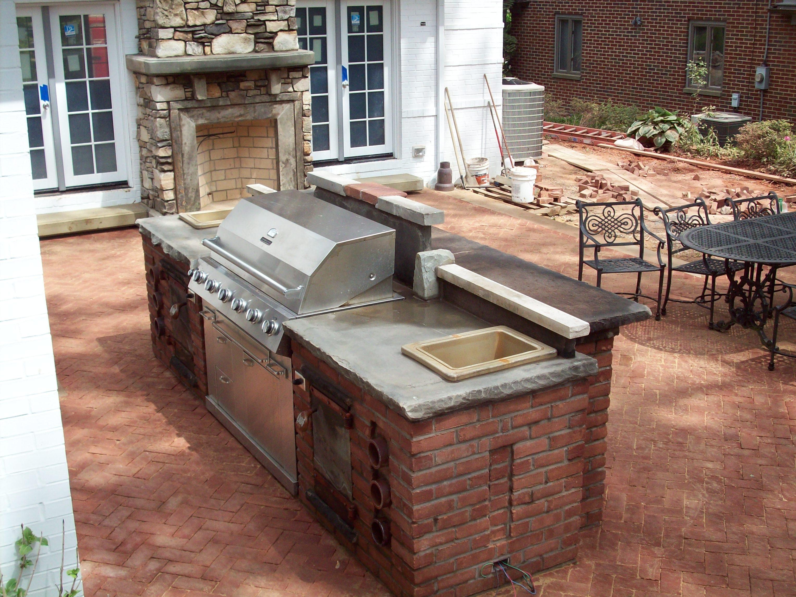 Detail: Outdoor bar, grill, sink | Yoder Masonry, Inc.